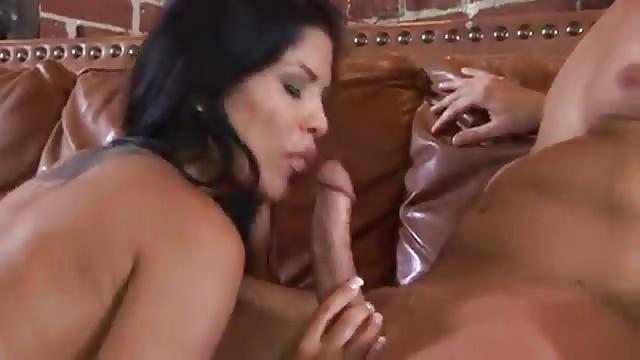 Vollbusige Latina Fickt Echt Hart