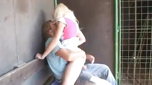 Sex In Der Schultoilette