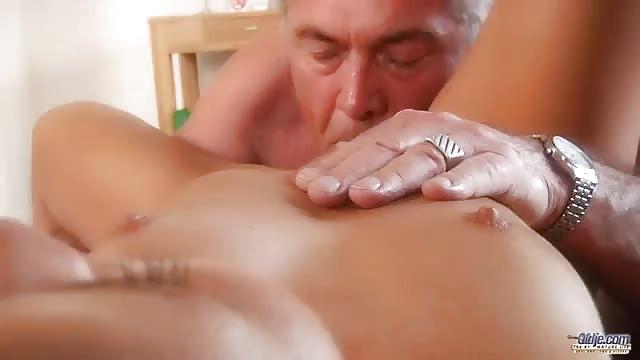 Seksowna nastolatka porno