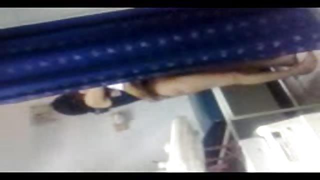 Kamera Filmt Araber Beim Ficken Auf Der Couch